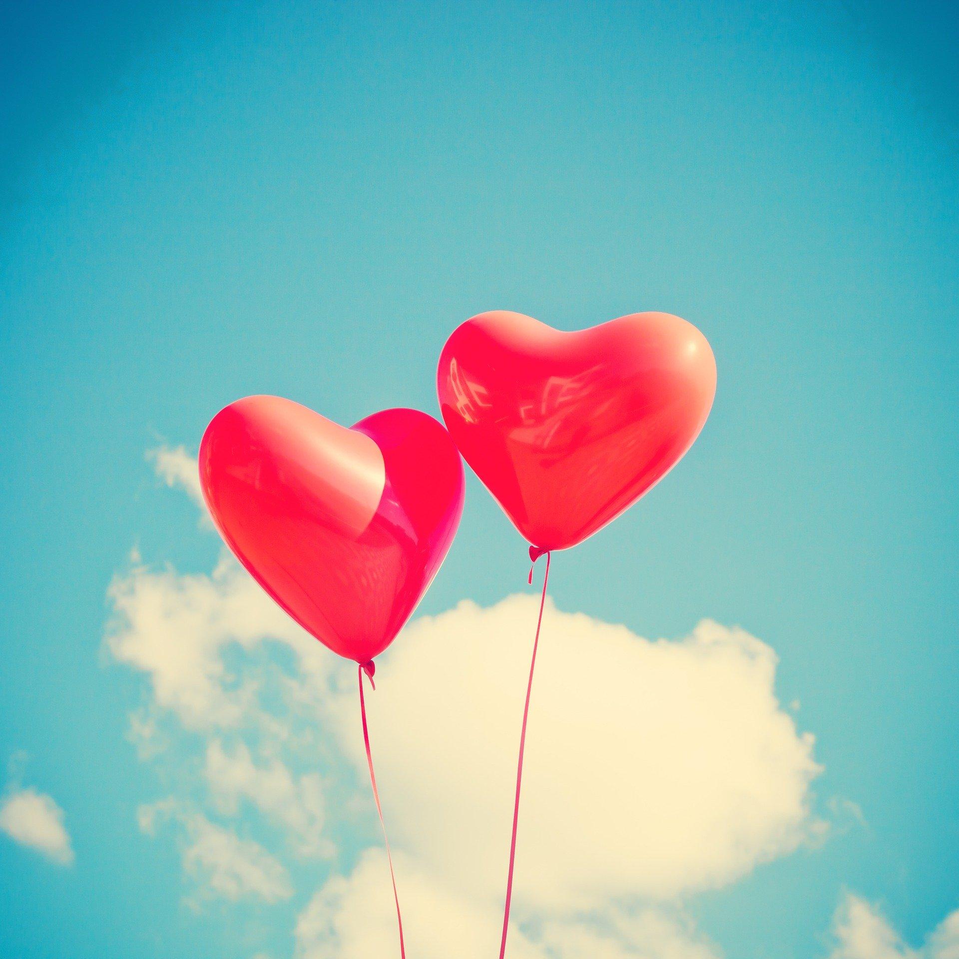 два шарика сердечка